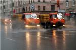 Зачем моют дороги в дождь?