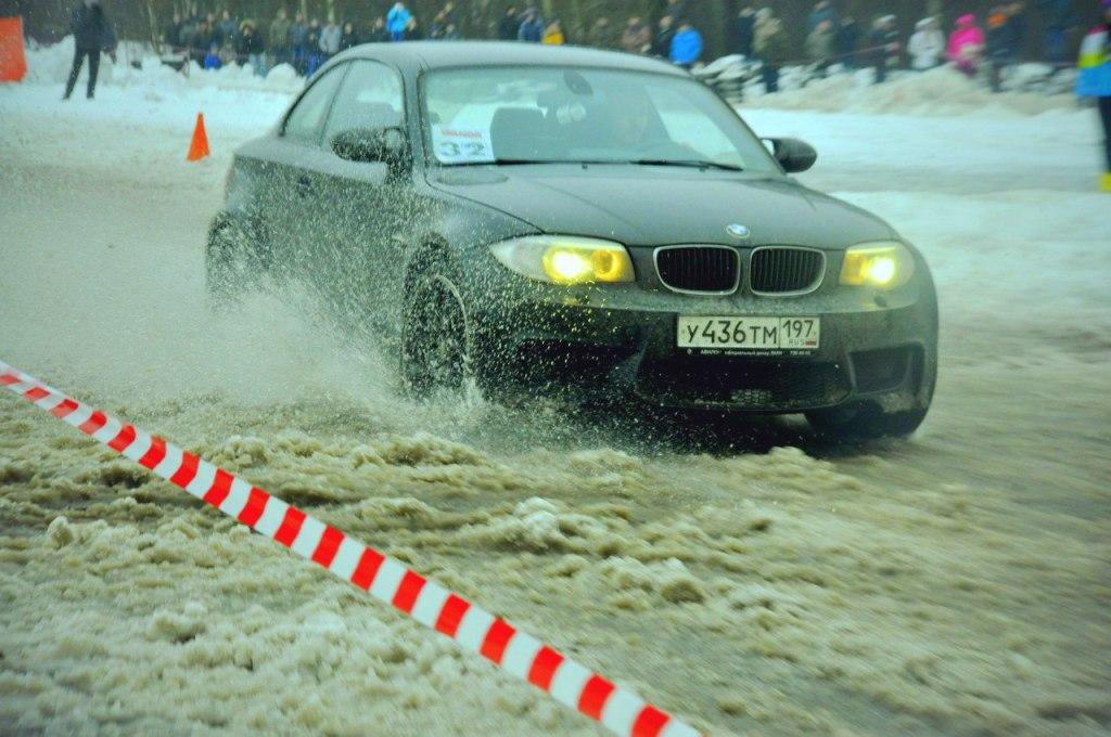 Фото с соревнований по зимнему автослалому из личного архива. Липучка прекрасно сработала даже в таких условиях.